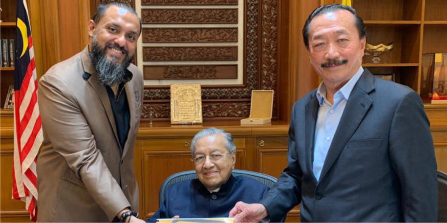 Teacher Raj meets with Prime Minister Tun Mahathir